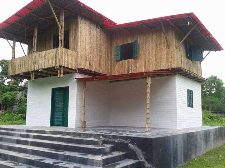 Earth built clinic in Faridpur
